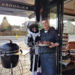 Lekkere hapjes van de slagerij, Zwarte Piet en Olav.