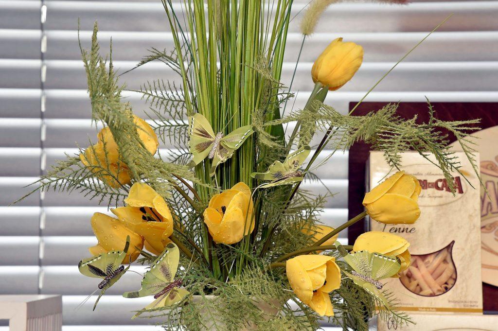 Paasboeket nmet tulpen en vlinders