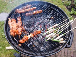 Barbecue met vlees, vis, groenten